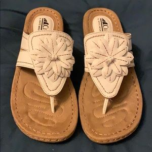 NIB Cliffs by White Mountain Cupcake Sandals